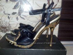 Стильные босоножки со стразами  Gucci, туфли
