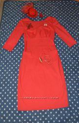 Красивое платье в красном цвете