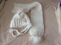 Комплект с натуральными бубонами шапка и шарф