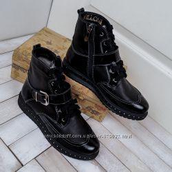 9b875ac2b Модные зимние кожаные ботинки с лаковыми вставками на высокой подошве