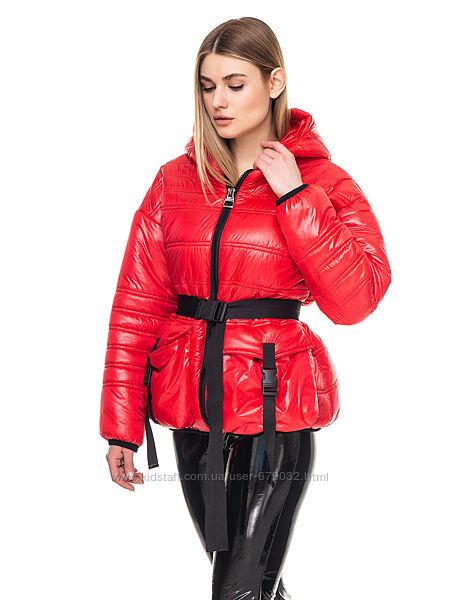 Красная демисезонная стеганная женская куртка, лаковая деми курточка