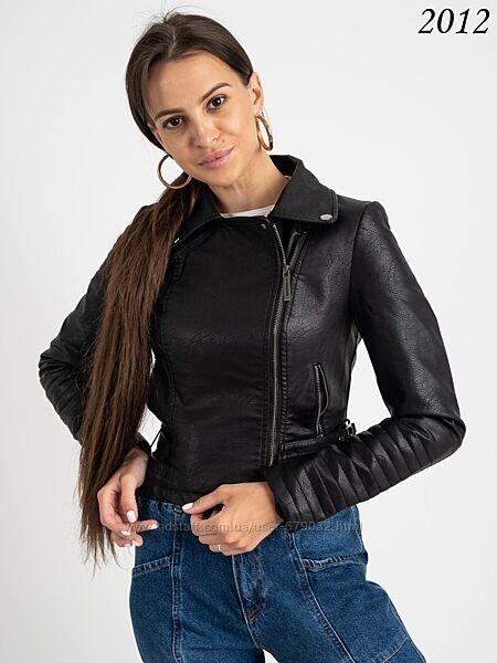 Стильная короткая женская куртка косуха из кожзама демисезон, укороченная