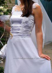 Нежное оригинальное белое платье в пол