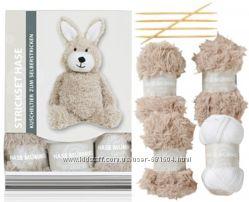 Набор для самостоятельного вязания мягкой игрушки Зайца Германия
