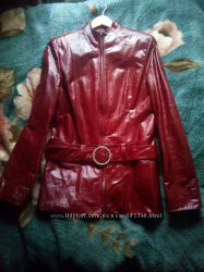 лаковую кожиную куртку