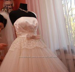 Шикарное свадебное платье Колекция 2012 года