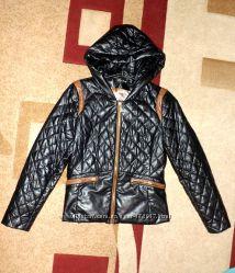 Демисезонная стёганная курточка из кожзама бренд Fenelere .