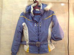 СТИЛЬНАЯ лыжная куртка с пухом-. мехом на капюшоне