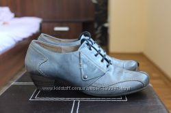 Кожаные туфли на невысоком каблучке