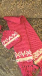 Шапка и шарф очень яркие