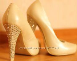 Продам женские туфли на каблуке
