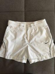 Суперовые шорты Nike, очень лёгкие и удобные, размер S