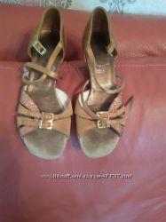 Взуття для бальних танців