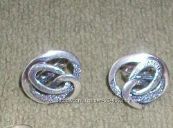 Срібні сережки без камінців.