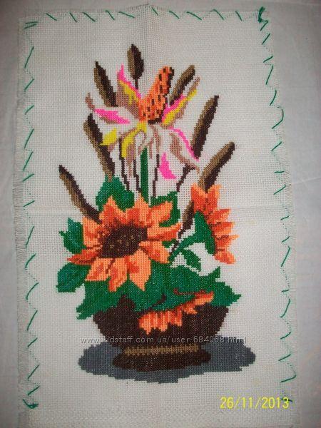 Вишита квіткова композиція.