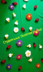 Полянка с цветочками и насекомыми