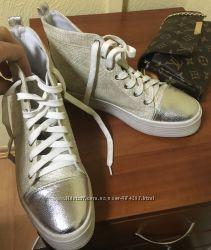 Ботинки в идеальном состоянии.