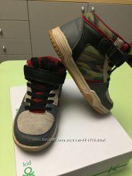 Продам высокие кроссовки BENETTON 32p
