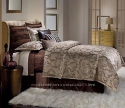 Шикарное покрывало и две декоративные подушки бренда Jennifer Lopez