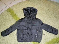 Тепла курточка фірми FILA НОВА на 3-4 рочки чорного кольору