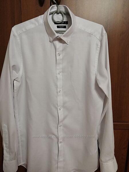 Белая рубашка с длинным рукавом. Размер S.