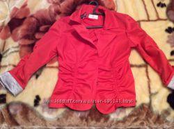 Красивый малиновый пиджак