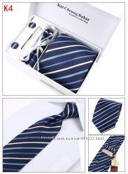 Много наборов галстук, платок, запонки, зажим Подарок мужчине