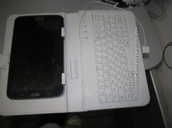 чехол для планшета с клавиатурой и ножкой 14 на 22 см