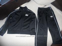 Продам спортивынй костюм NIKE 3T оригинал