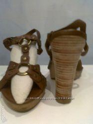 Босоножки benetton полностью кожаные и очень удобные