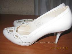продам весільні туфлі Louisa Peeress шкіра, 38р ціну знизила