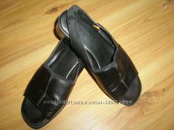 кожаные босоножки MARKS & SPENCER 23см37разм.