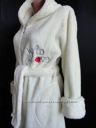 Женский махровый халат на молнии с капюшоном