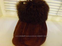 Новая очень теплая шапка с меховым бубоном.
