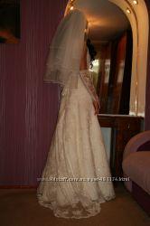Безумно красивое свадебное платье белый полушубок и перчатки в подарок
