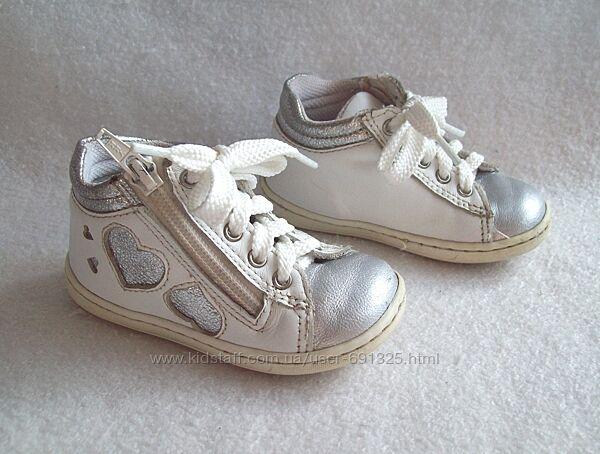 Ботинки белые кожа, стелька 13,5 см.