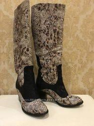 Кожаные сапоги питоновой расцветки 38 р