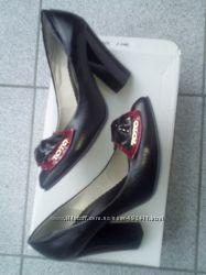Новые стильные кожаные туфли