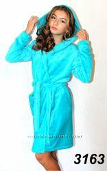 Теплый махровый халат, с капюшоном и карманами.