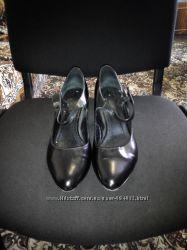 Продам черные лакированные кожаные туфли