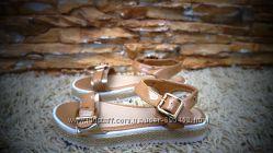 Босоножки-сандалии, бежевые с плетеной подошвой, в наличии