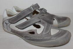 Женские кожаные кроссовки 40