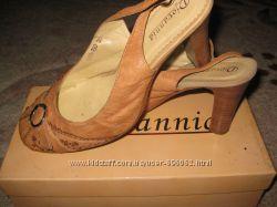 Стильные кожаные туфли Djovannia
