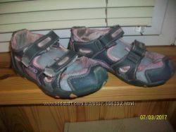Віддам наші кросівки для дівчинки.