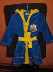Очень красивый фирменный халат на мальчика в отличном состоянии