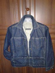 Продам стильну, фірмову джинсову курточку NEXT на мєху 9-10 років.