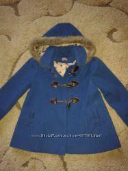Продаю нарядне , фірмове пальто на вік 5-6 років