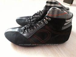 Продам брендовые  ботинки