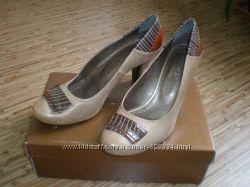 Красивые кожаные туфли 40 р