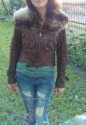 Натуральная кожанная куртка Pera pelle с натуральным мехом енота